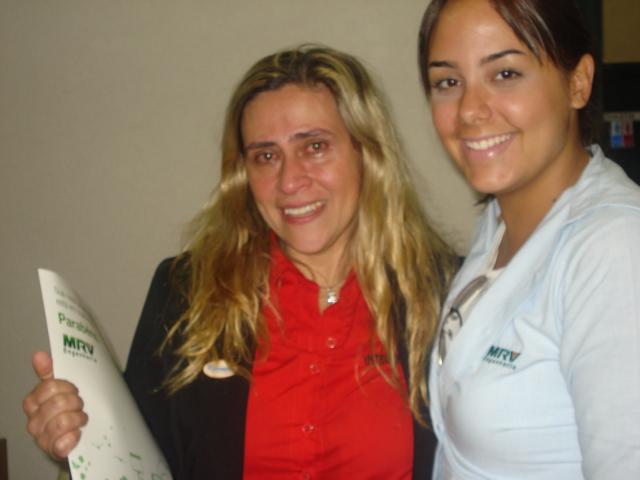 Recepcionista de Ribeirão Preto emociona-se ao comprar seu primeiro apartamento