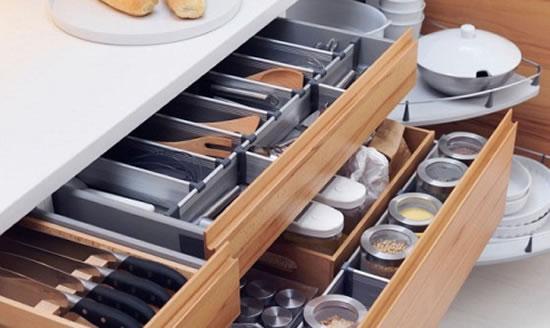 Como-organizar-cozinhas-pequenas-gavetas-2