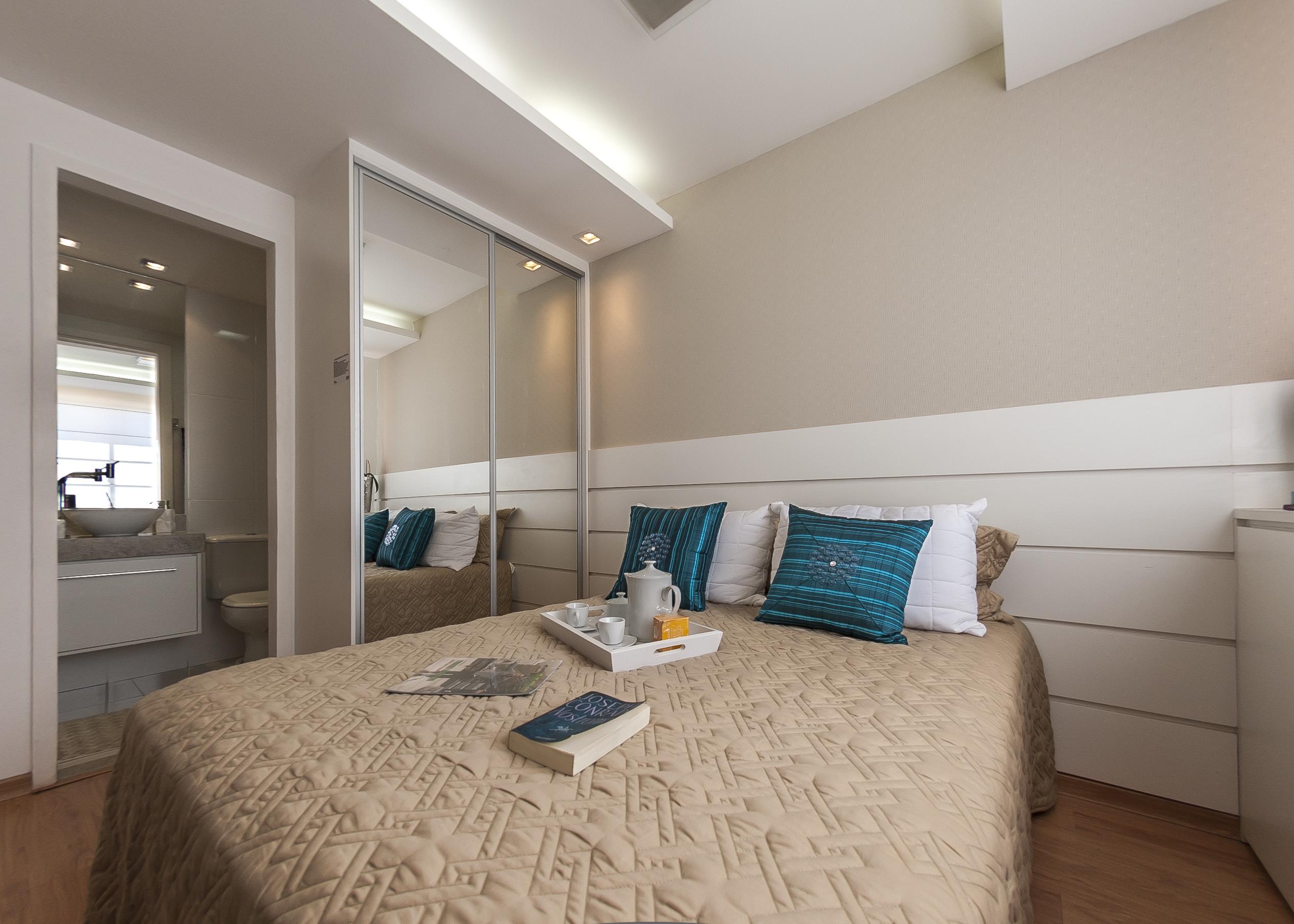 Decoração de quarto de casal pequeno – Cama e guarda roupa  ~ Quarto Planejado Apartamento Mrv