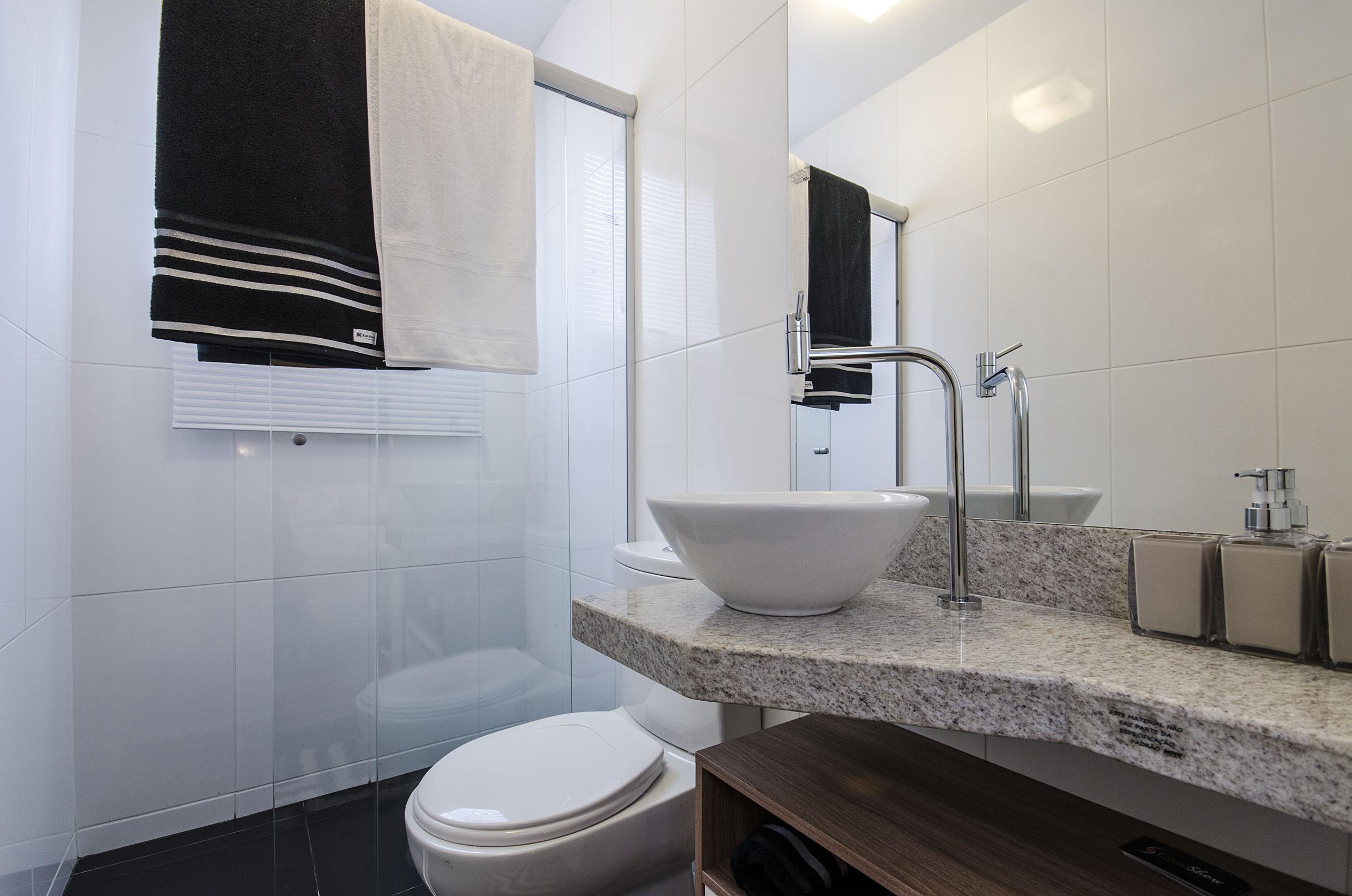 Dicas para decorar o banheiro e o lavabo gastando pouco  Blog Corporativo MR -> Banheiro Pequeno Onde Colocar A Lixeira