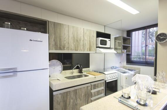 Organizando os armários da cozinha