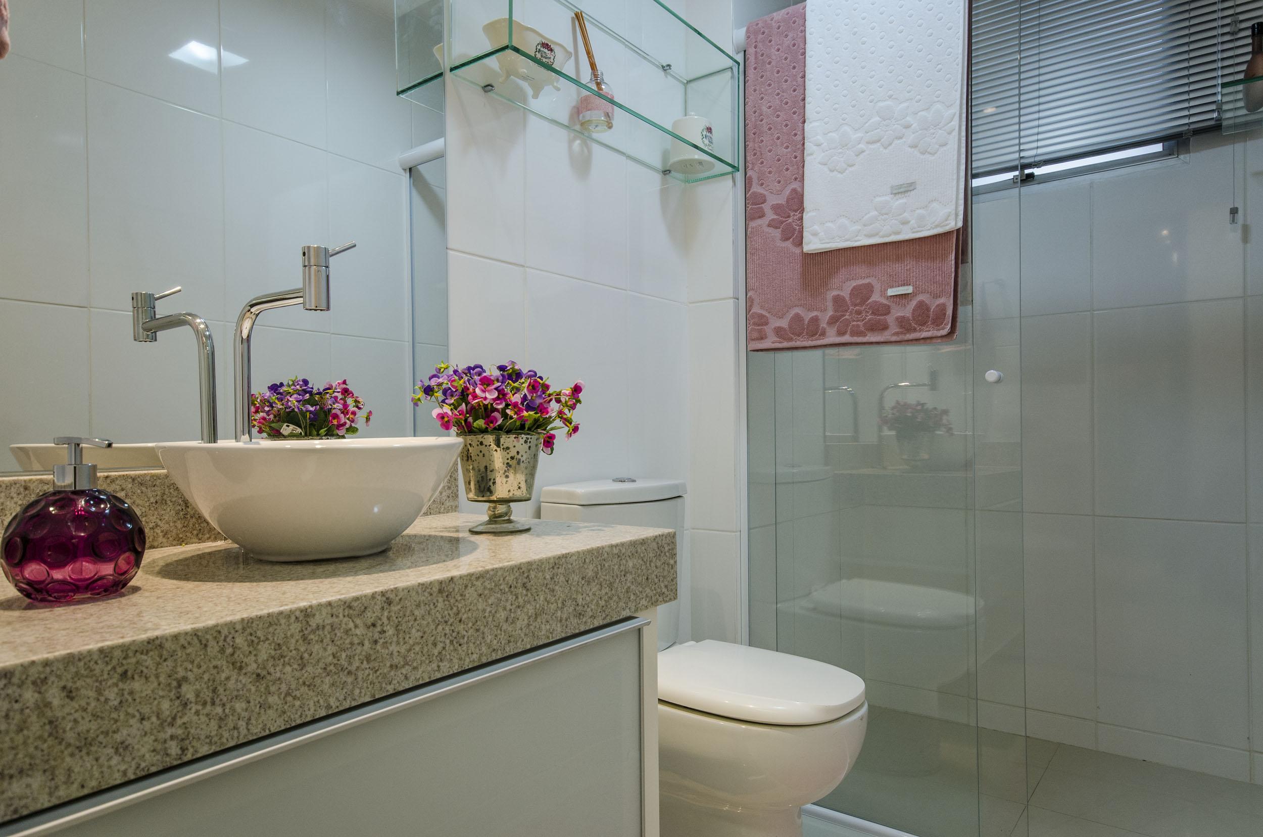 Móveis de Vidro uma ótima opção para quem quer requinte na decoração  Blog  -> Nicho Banheiro Apartamento