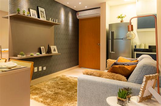 Sala de estar e sala de jantar de apartamento MRV com textura na parede
