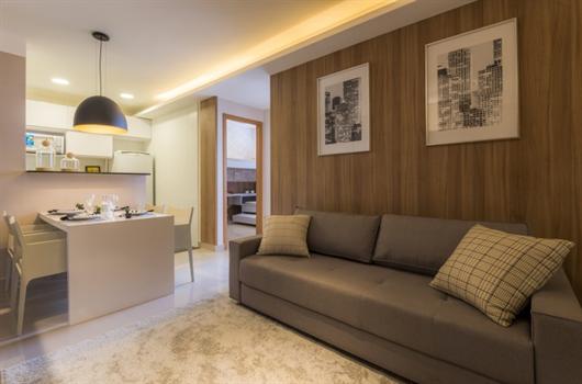 Sala de estar de apartamento decorado da MRV com acabamento no teto com gesso