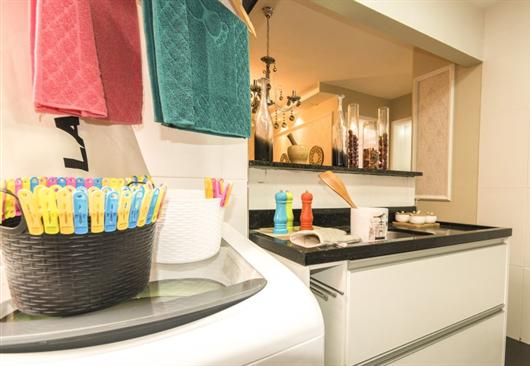 Área de serviço de decorado MRV integrada com a cozinha