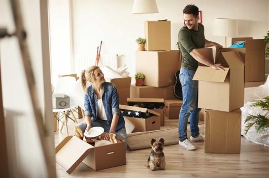 Casal se mudando para apartamento da MRV que é C