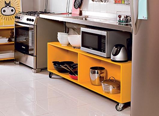 Veja como deixar a cozinha organizada e bonita sem utilizar armários