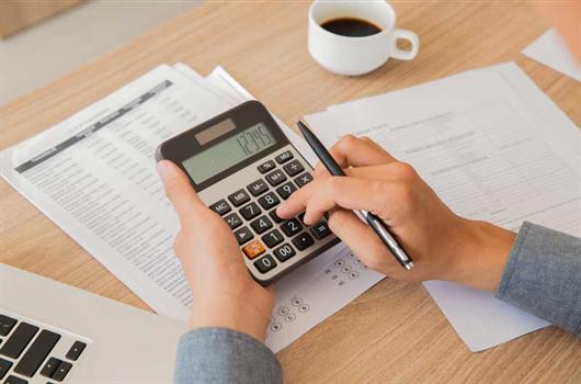 Pessoa Física realizando a declaração do seu imposto de renda após a compra de seu imóvel
