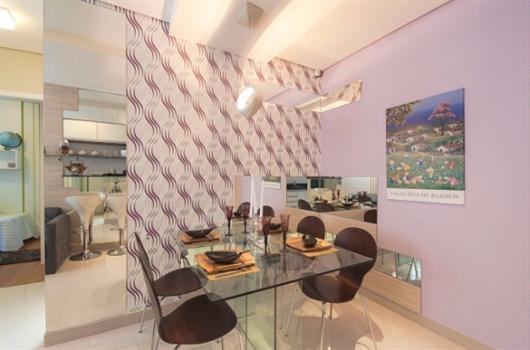 Sala de jantar com cores combinadas para harmonizar o ambiente