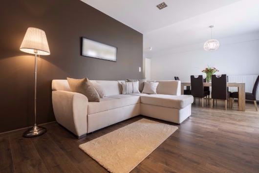 5 benefícios de escolher a lâmpada amarela para os cômodos da casa