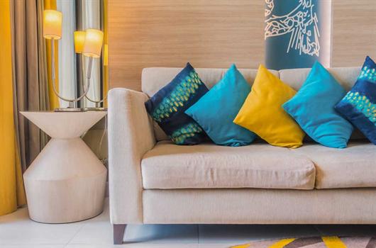 Móveis modulados: sofá e e mesa de canto na decoração
