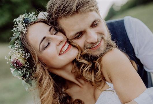 É possível realizar um lindo casamento sem gastar muito?