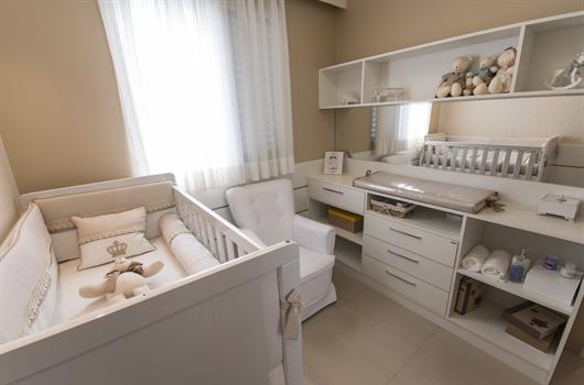 Quarto de bebê decorado com de forma funcional e com poucos móveis